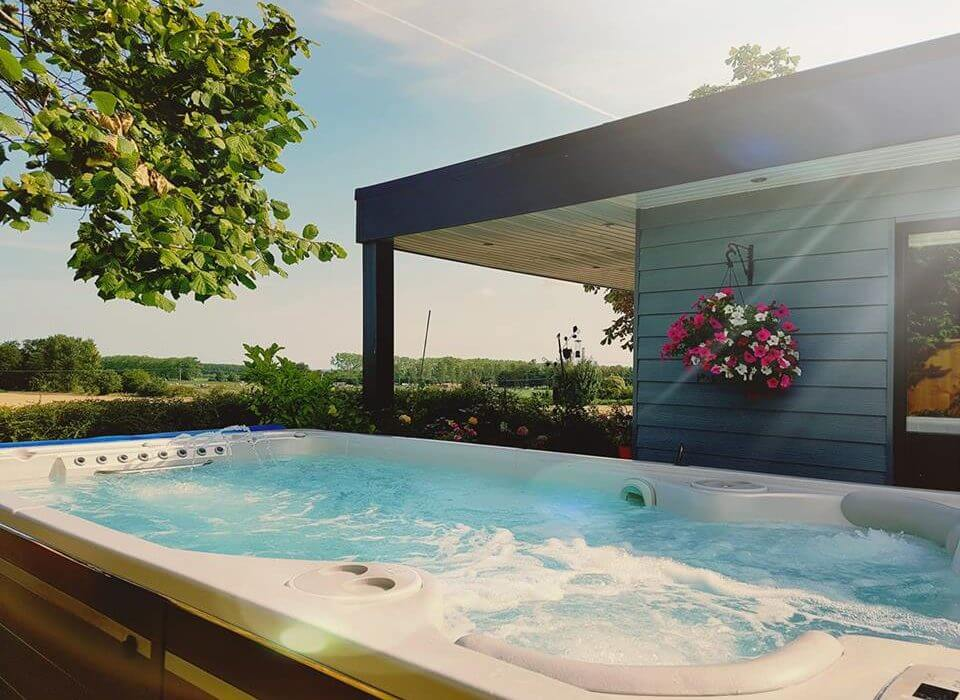 Hot tub outside granny annexe