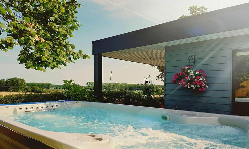 Hot tub outside giles annexe